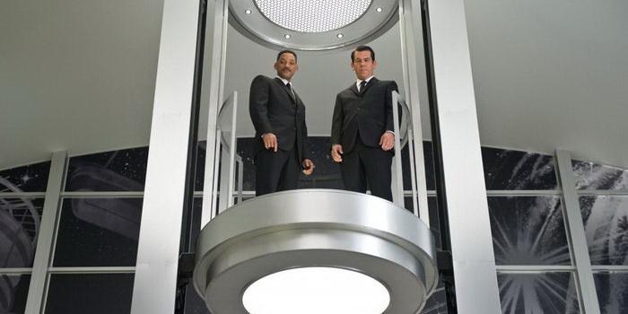 Главные герои из Людей в черном 3 (2012)