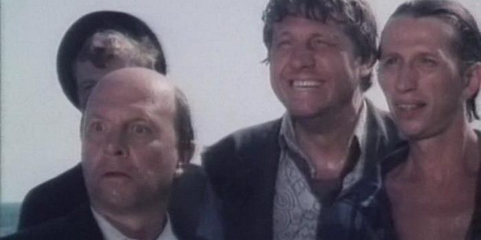 Кадр из Самолет летит в Россию (1994)
