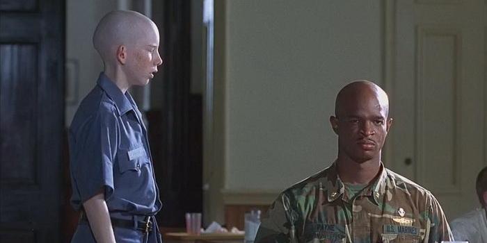 "Кадр из старого фильма 1995 года - ""Майор Пэйн"""