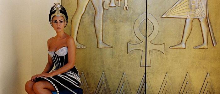 Египетская царица из фильма Астерикс и Обеликс: Миссия Клеопатра (2002)