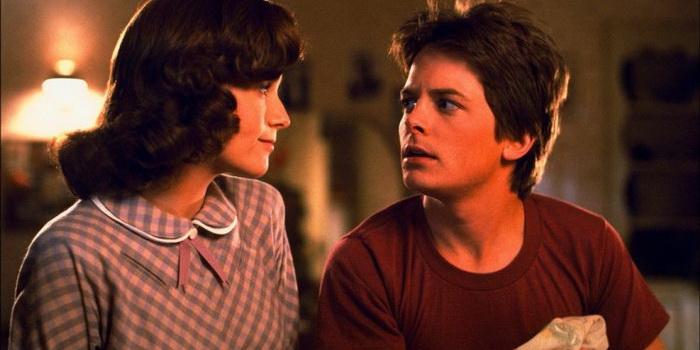 Кадр из старого фильма Назад в будущее (1985)