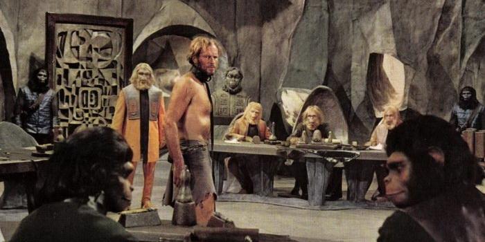 Сцена из старого фильма Планета обезьян (1968)