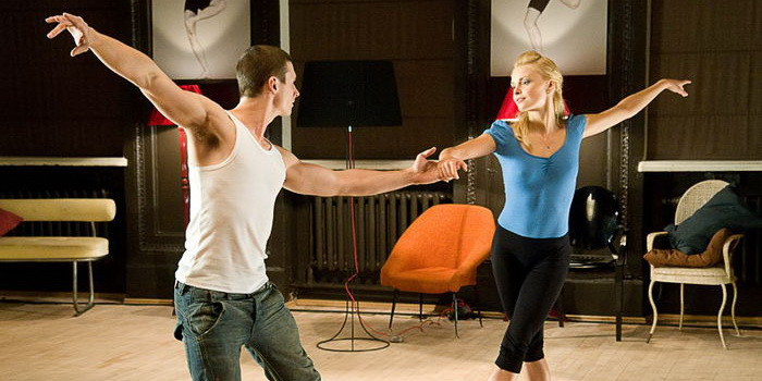 Сцена из польского фильма Люби и танцуй (2009)