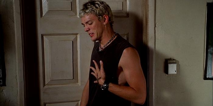 Кадр из фильма Без чувств (1998)