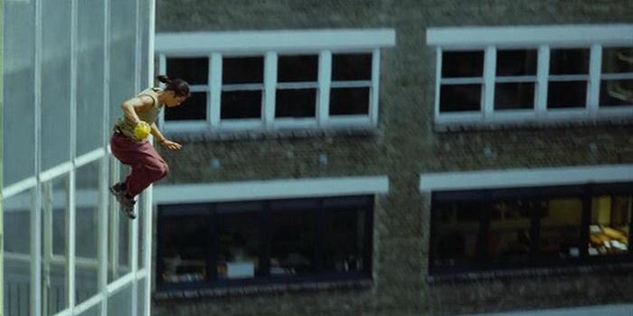 Сцена из фильма Ямакаси 2 (2004)