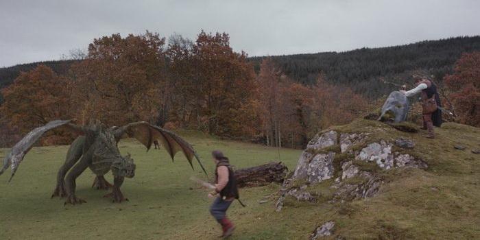 Сцена из фэнтези-фильма Драконы Камелота, 2014
