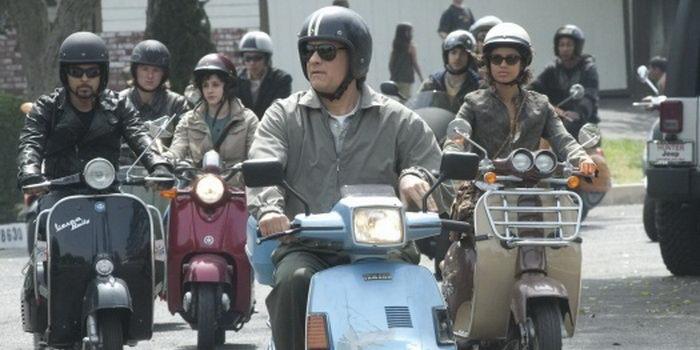 Эпизод из фильма Ларри Краун (2011)