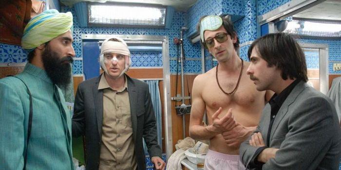 Сцена из комедии Поезд на Дарджилинг. Отчаянные путешественники (2007)