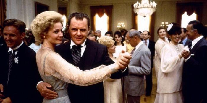 Сцена из фильма Никсон (1995)