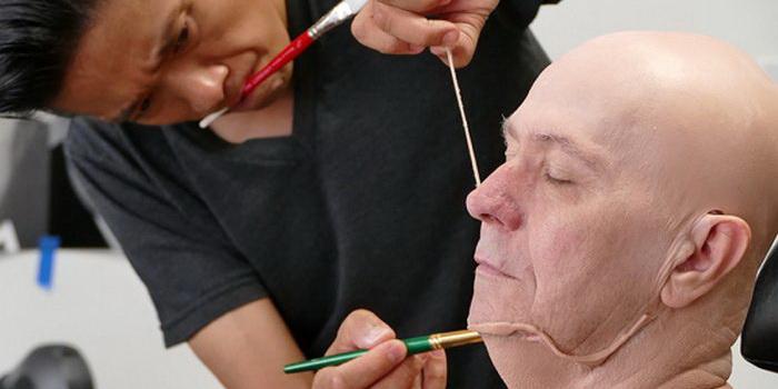 Кацухиро Цудзи и Гари Олдман в работе над гримом