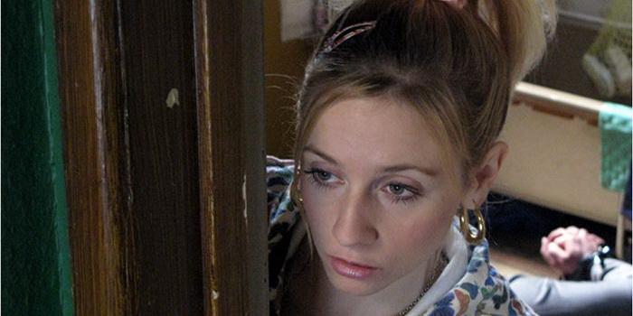 Героиня из английского сериала Идеал (2005)