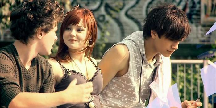 Сцена в сериале Молокососы (2007)