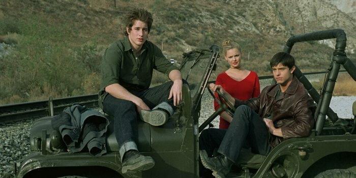 Сцена из сериала Город пришельцев (1999)