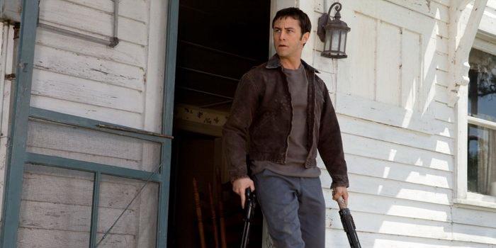 Сцена из фильма Петля времени(2012)