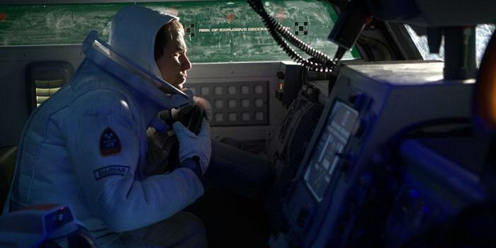 Персонаж из фильма Луна 2112 (2009)