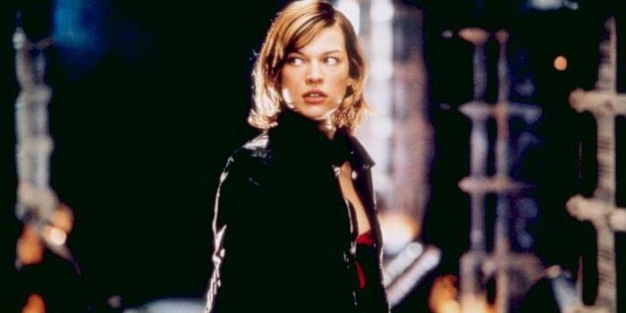 кадр из фильма Обитель зла (2002)