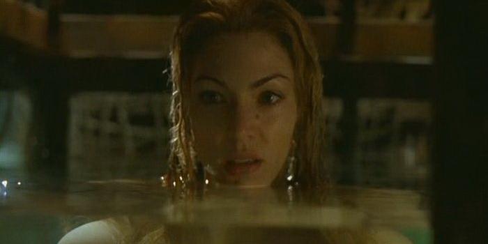 героиня из фильма Ужас из бездны (2001)