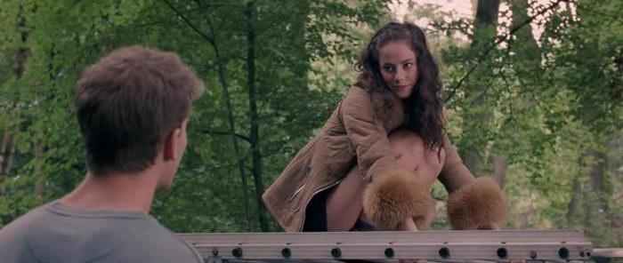 сцена из фильма Сейчас самое время (2012)