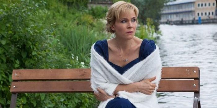 сцена из фильма Слишком красивая жена(2013)