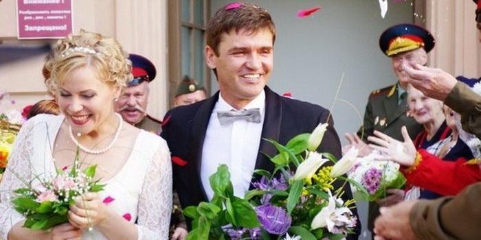 сцена из фильма Разрешите тебя поцеловать... На свадьбе (2013)